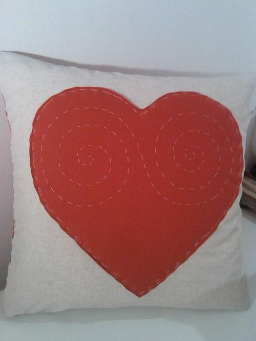 Lněný se srdcem 65 x 65 cm