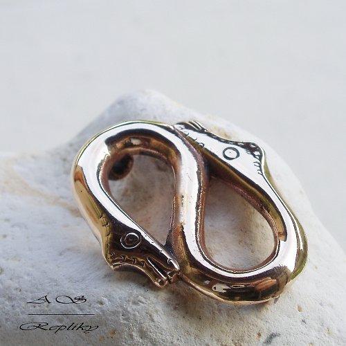 """Replika brože v podobě hadů do \""""S\"""" z Itálie"""