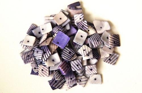 Mušle - fialové čtverečky 35g