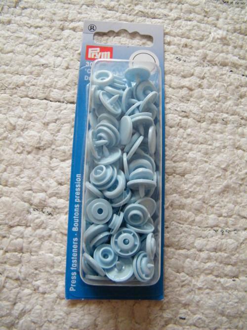 Plastové patentky modré 30 sad