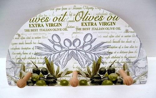 dřevěný věšáček - olivy a staré písmo.....
