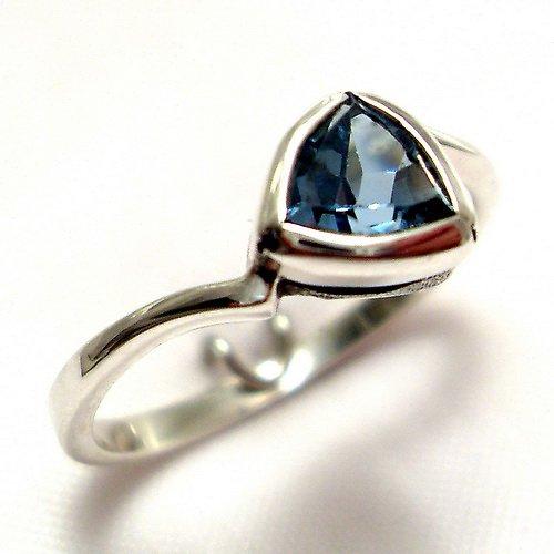 Prsten «Tulipán» - stříbro 925, modrý topaz