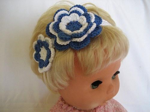 Háčkovaná čelenka s kytkami - modrá/bílá/bílá
