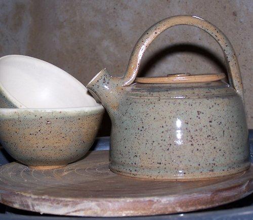 čajová konvice+2 misky