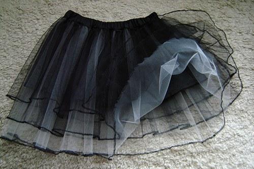 THERESA - Černobílá tylová sukně s lemováním II.
