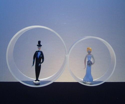 PRSTÝNKY-svatební dekorace se ženichem a nevěstou