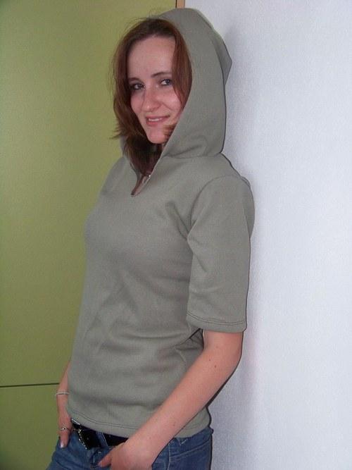 Khaki kapucín s krátkým rukávem