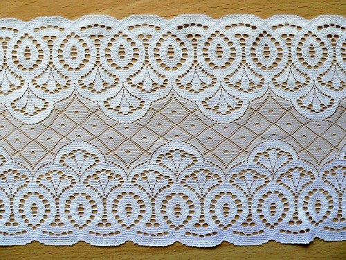 *Bílá kraječka s geometrickým vzorkem13,5 cm