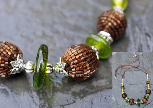Náhrdelník - hnědé a zelené korálky N0072B