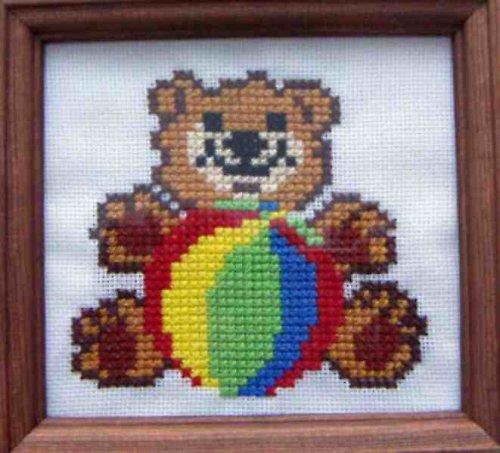 Vyšívaný obrázek - medvídek s míčem