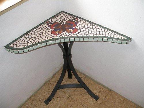 rohový mozaikový stůl