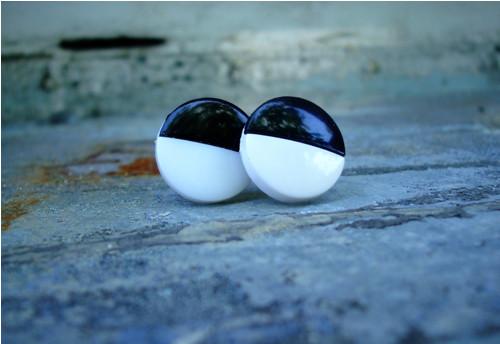 Knoflíkové náušnice - černobílé nebo bíločerné?