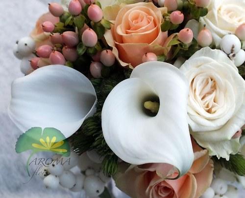 Svatební květina ***meruňková & bílá