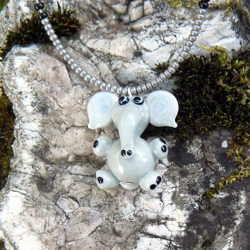 Šedý slon - vinutá perle