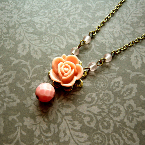 Náhrdelník Růžička čajová