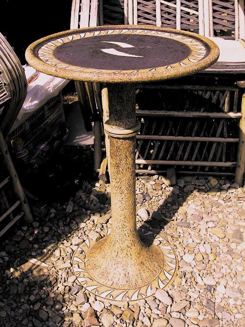 Originální stolek z šamotové kameniny