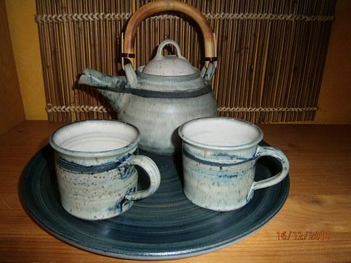 Čajová souprava na keramickém tácu