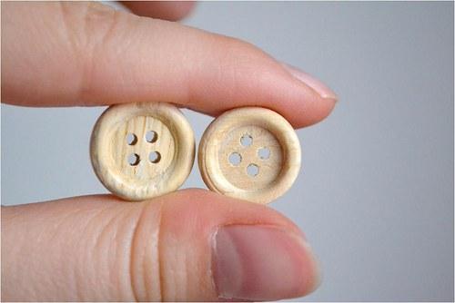 Dřevěný knoflík 15mm, 2 kusy