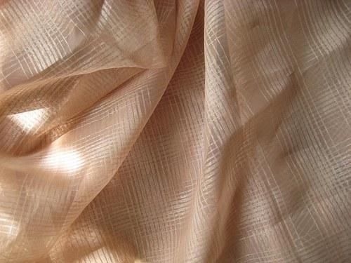 okrová záclonovina, šíře 148 cm