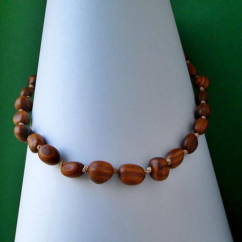 DIVOŠKA dřevěný náhrdelník