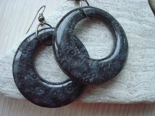 Šedo-černé kruhy