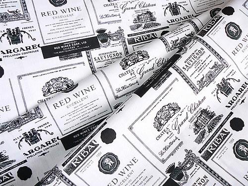 Vínové etikety čierno-biele