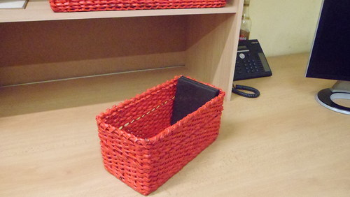 krabice červená s proužkem na CD
