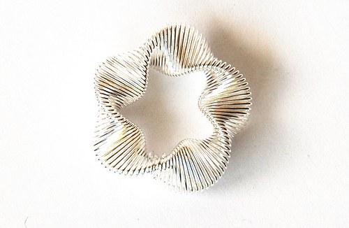 Kytka z drátku - stříbrná