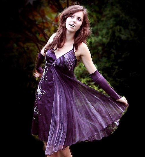 Fialové hedvábné šaty