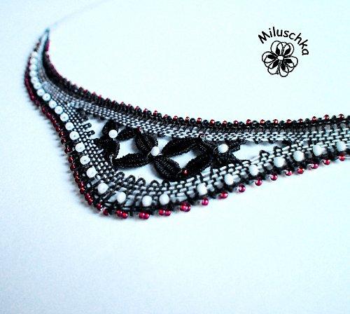 Červeno-bílo-černý náhrdelník