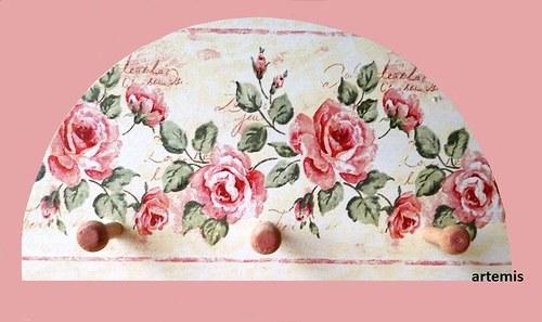 dřevěný věšáček - vintage růže...