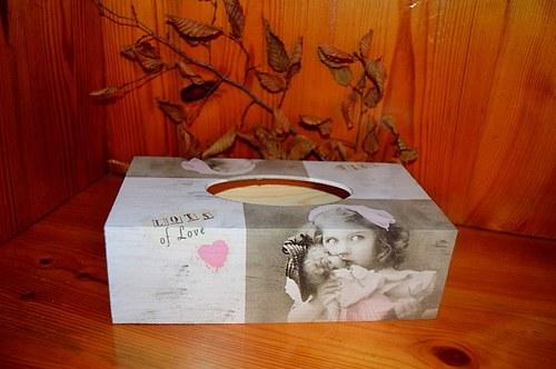Krabička na kapesníky - holčička s panenkou