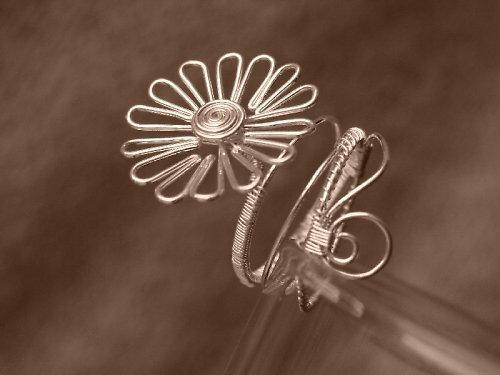 Prsteň, Sedmokráska alebo Sedmikráska