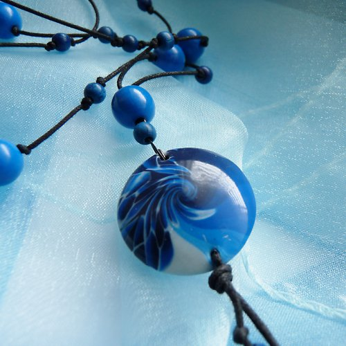 šnůra s fimo lentilkou blue