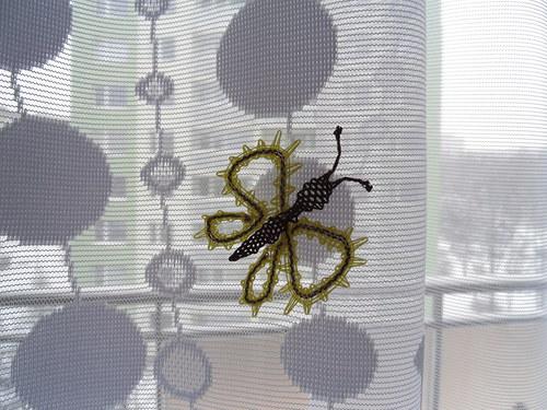 Paličkovaný motýlek žlutý