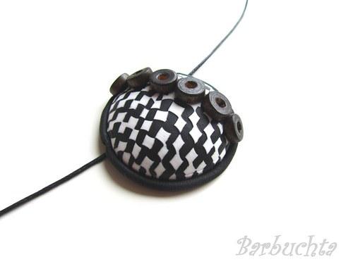Černobílý náhrdelník s kroužky