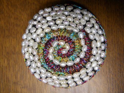 Duhová spirála s říčními perlami