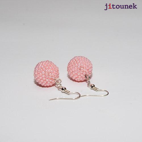 Růžové kuličkové náušnice