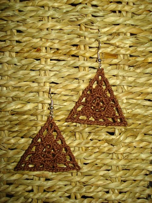 Hnědé trojúhelníky