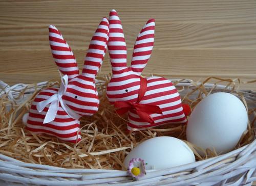 2 zajíčci  - bíločervený proužek