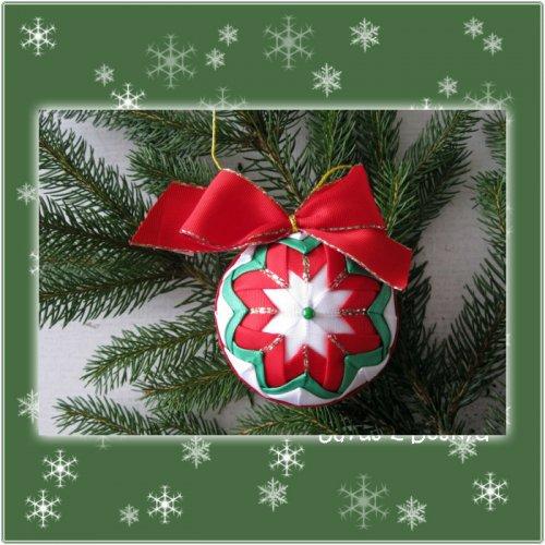 Vánoční koule (bílá, červená a zelená)