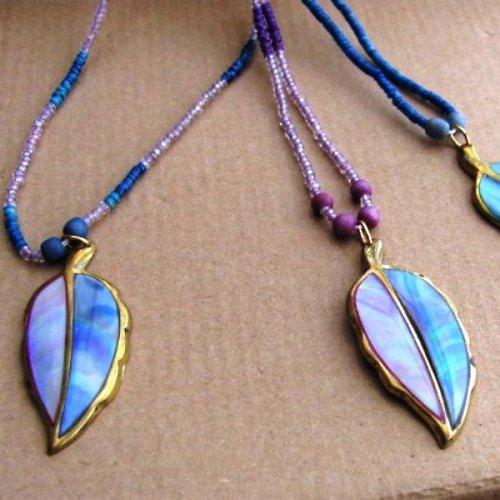 náhrdelník s perleťovým lístkem