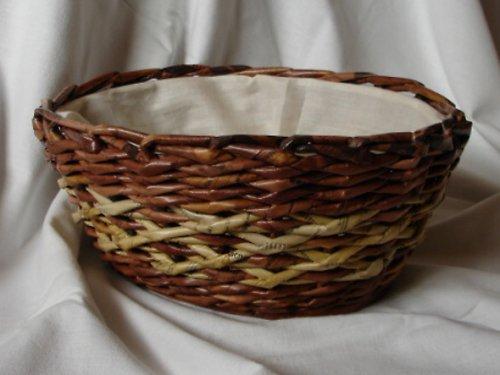 košík pletený z papíru