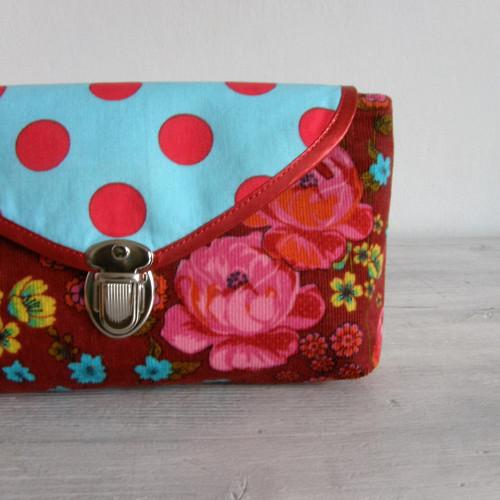 kabelka do ruky - slečna Wristlet jede do lázní