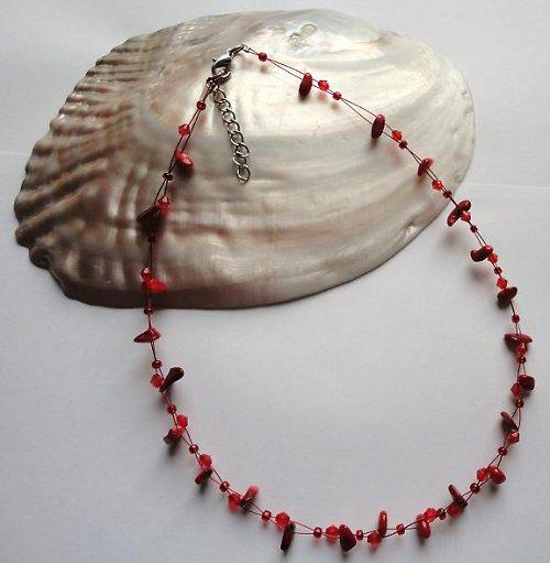 Elegantní náhrdelník z minerálu korál