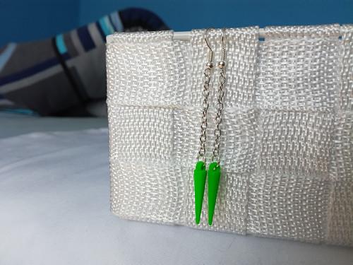 Neonově zelené ostny na řetízku