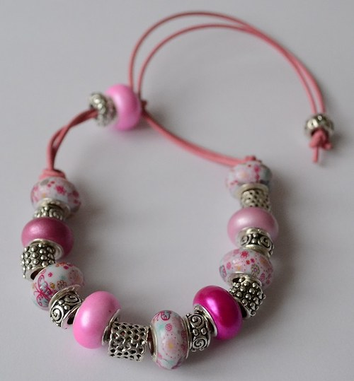 korálkový náramek růžový kvítečkový