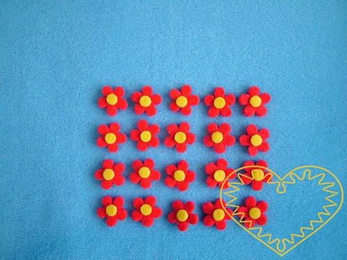Malé červené kytičky se žlutým středem, sada 20 ks