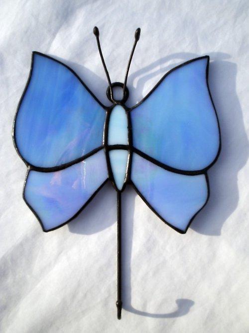 Věšáček s vitrážkou ve tvaru motýla