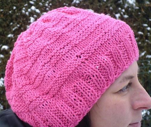 Růžová čepice nebo baret
